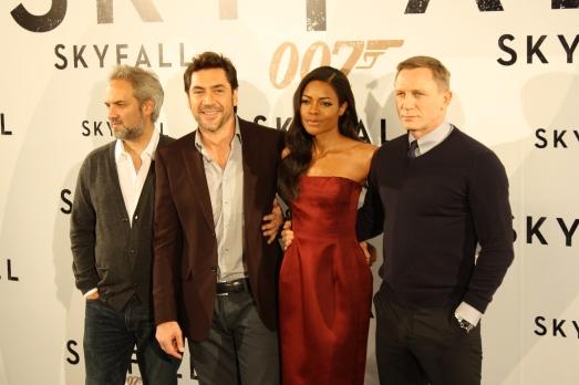"""El reparto de """"Skyfall"""" al completo: Sam Mendes, Javier Bardem, Naomie Harris y Daniel Craig"""
