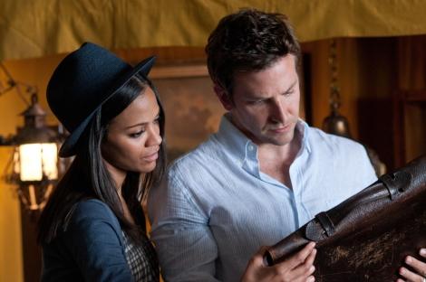 """Zoe Saldana y Bradley Cooper en """"El ladrón de palabras"""""""